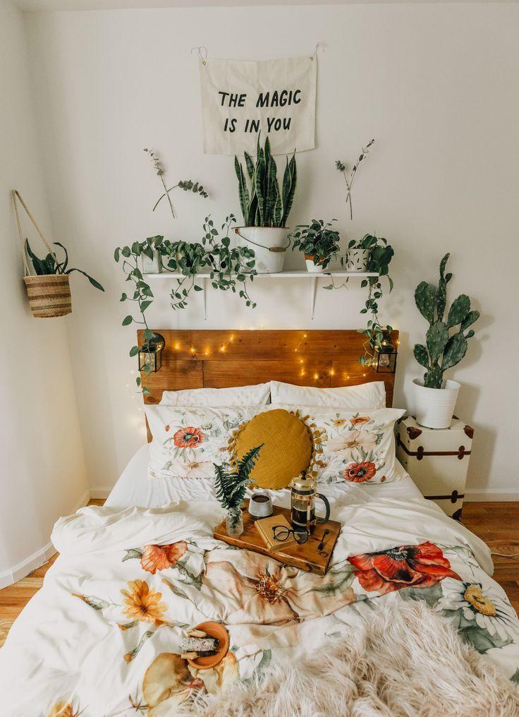 room inspiration | dorm room styles, dorm room decor, fall bedroom decor