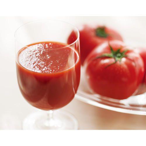 塩分を含む土壌で甘み・旨みを蓄えた塩田栽培トマトのジュースと、有機栽培トマトのジュース。