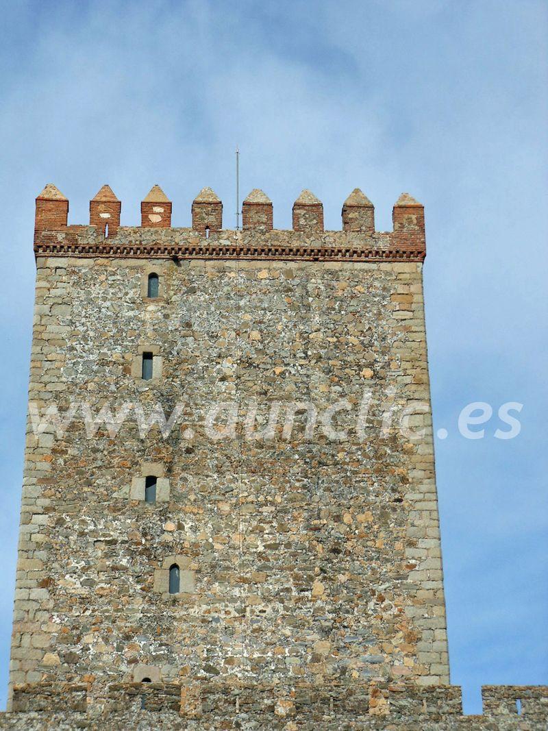 Detalle de la torre del homenaje del Castillo de Nogales, Comarca de los Llanos de Olivenza, Badajoz. Extremadura, Spain.