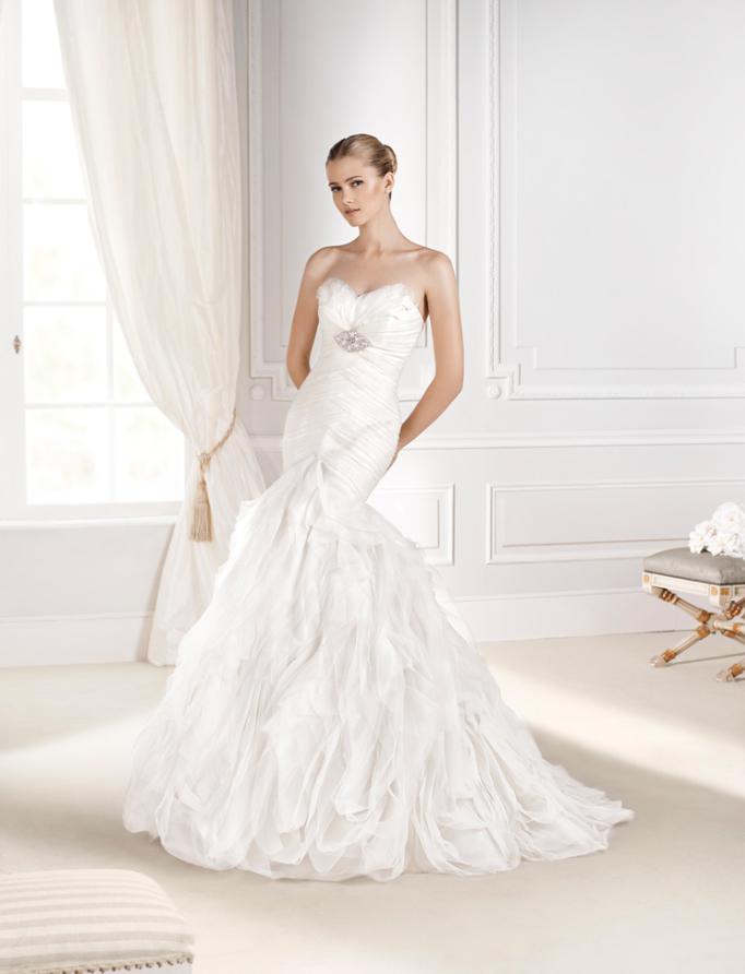 vestido de #novia con corte sirena, palabra de honor, escote de