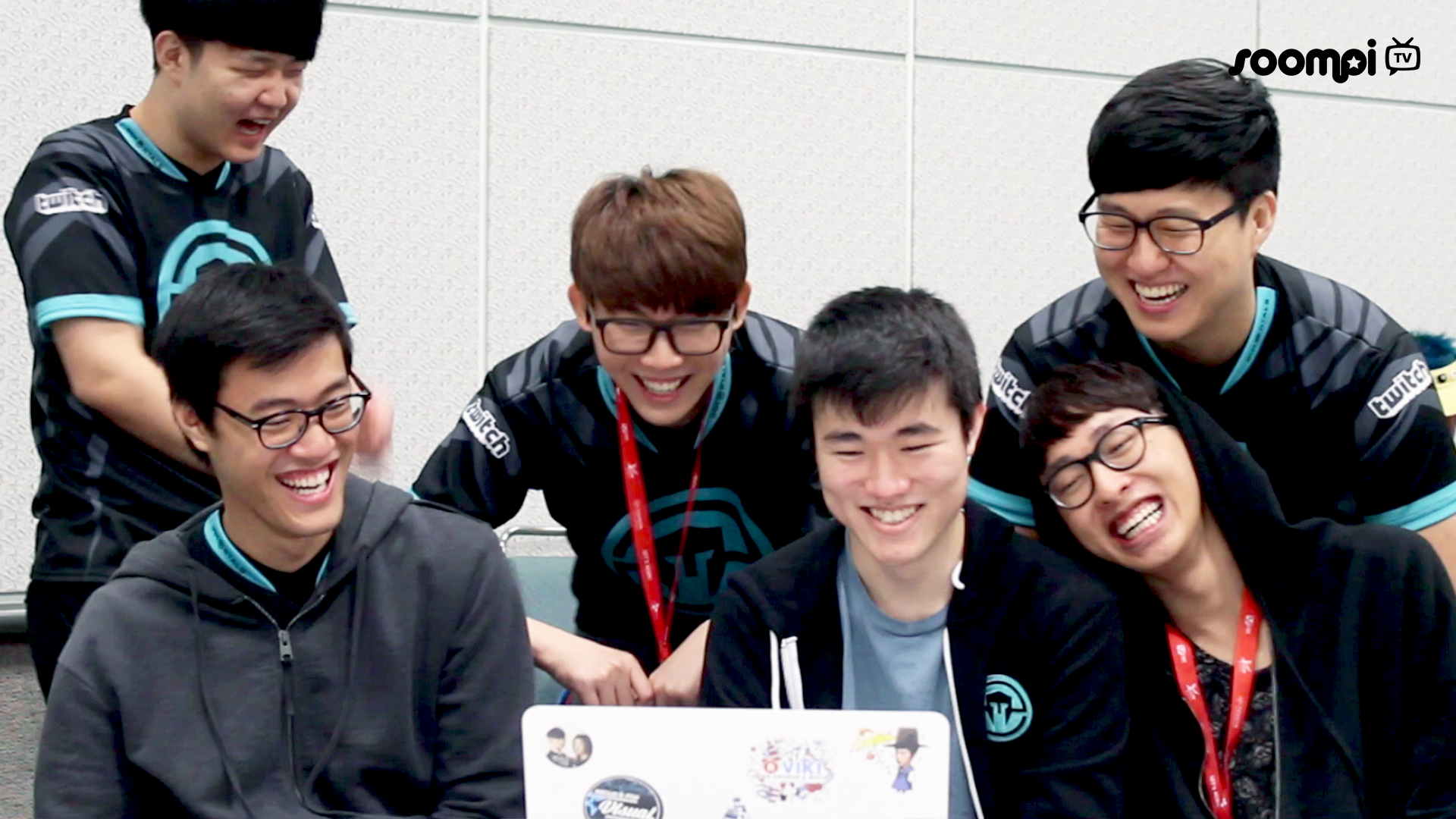 If You Didn T Already Know Many Of Your Favorite Idols Dabble In Gaming Esports Play League Of Legends Dance Videos