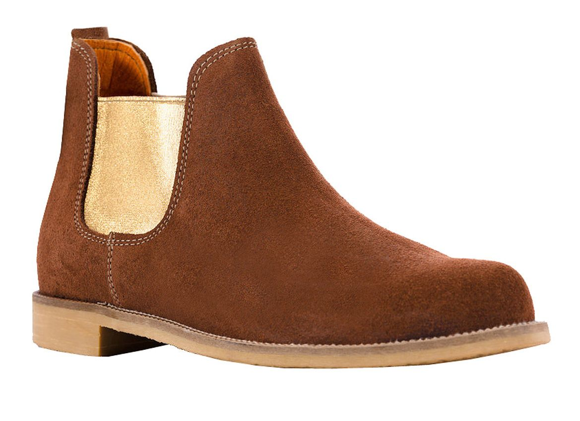 Bota Safari - Desert boot de color marrón claro o camel en piel de ante con elástico de color beige.