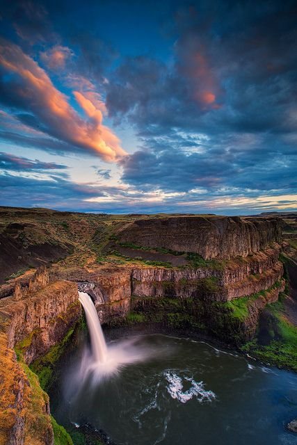 Palouse Falls State Park is a 105-acre camping park with a unique geology and history. The park offers a dramatic view of one of the state's most beautiful waterfalls. Palouse Falls drops from a height of 198 feet with high volumes of water flow in spring and early summer.