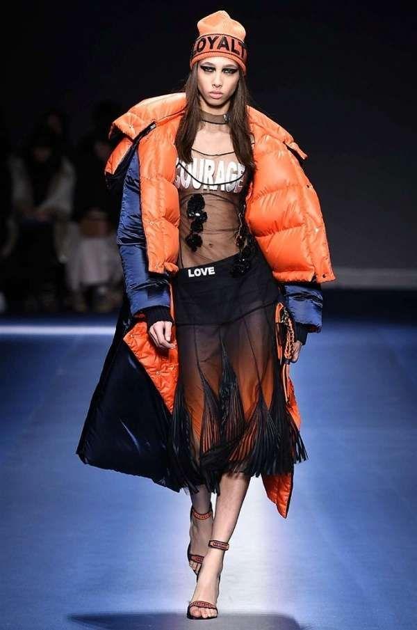 Collezione Versace Autunno-Inverno 2017-2018 - Look sporty con scritta  Versace 917f546f300