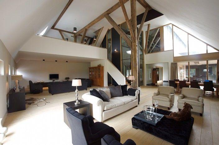 woonkamer met vierkant in zicht en vide - woonkamer met balken ...