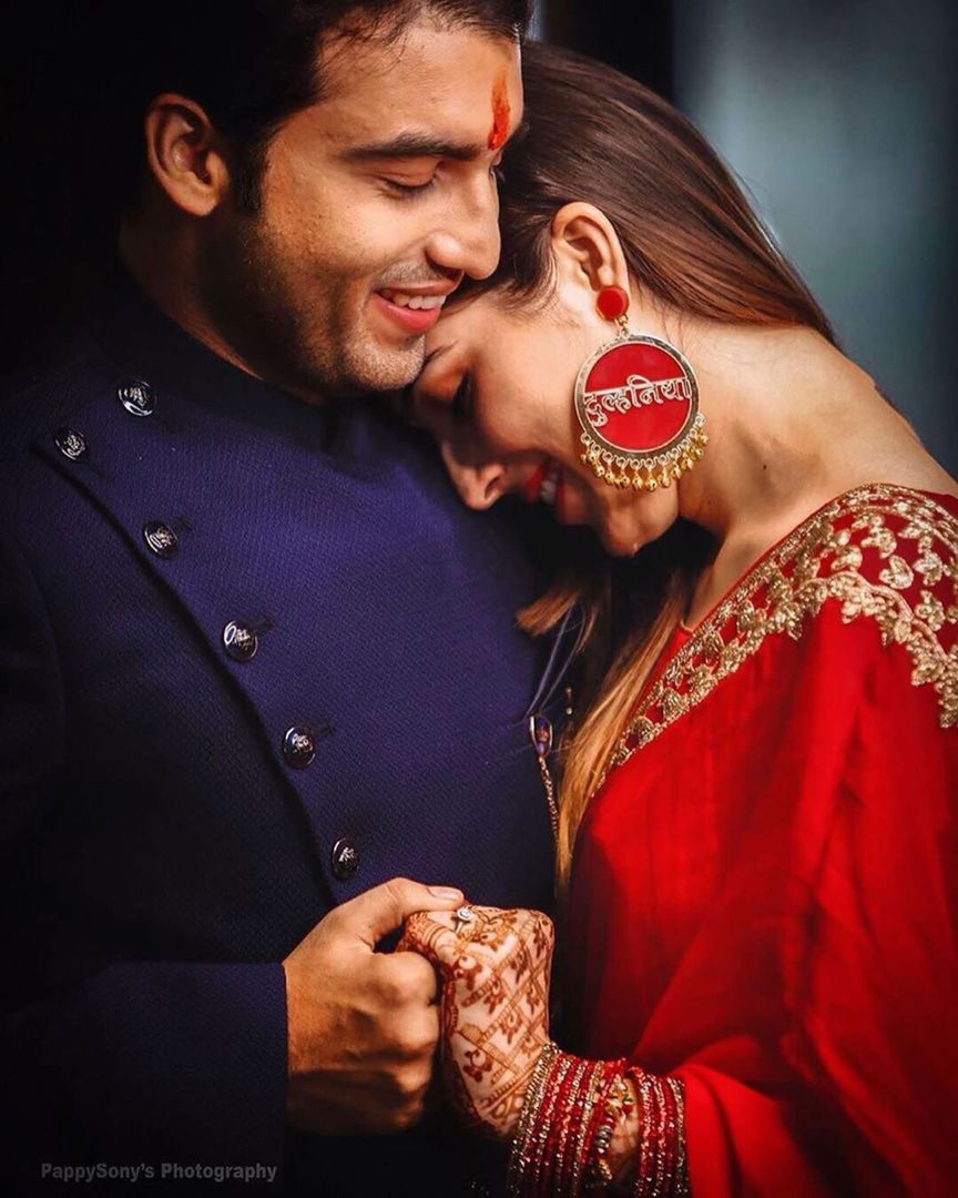 Couple Potraits Wedding Photoshoot Poses Wedding Couple Poses Photography Indian Wedding Poses If the hardest part of nailing your adorable couple photo on instagram is making sure neither of you are blinking, coming up with the right caption is probably a close second. pinterest