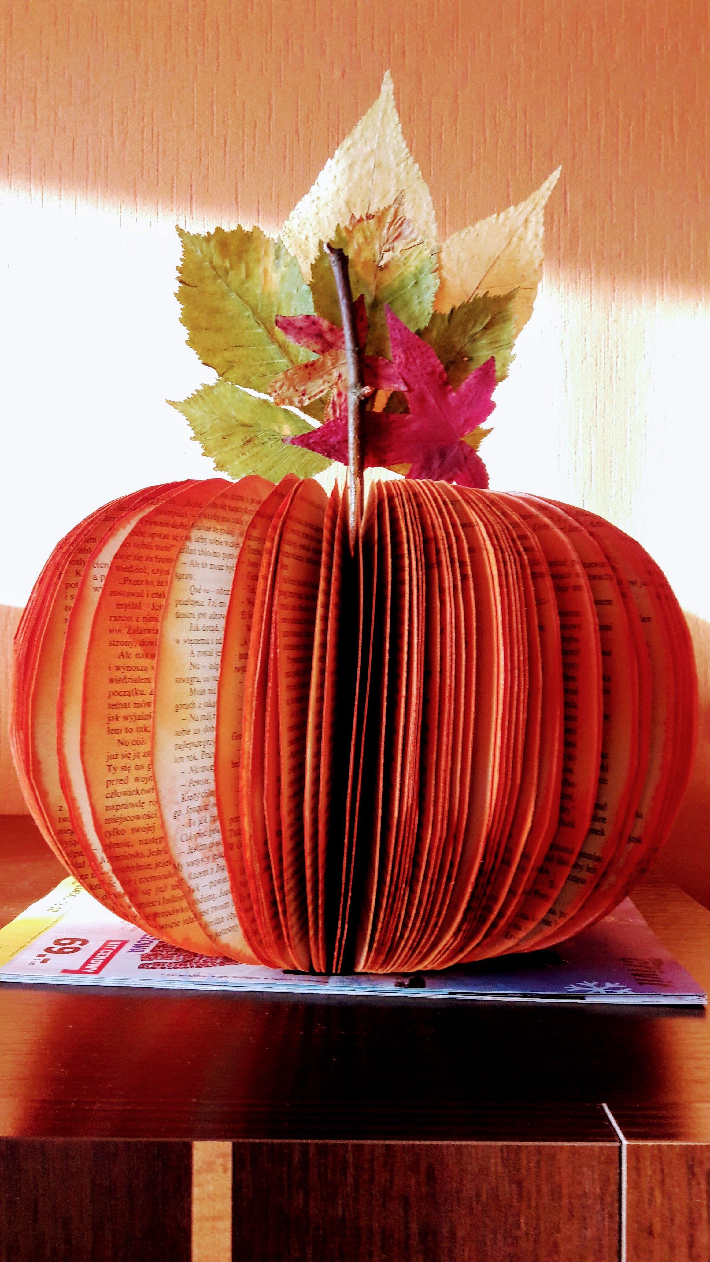 Dynia zrobiona z odpowiednio przyciętej książki