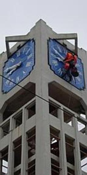 Lens, Le mécanisme du cadran a été pensé par un spécialiste du temps : l'entreprise parisienne Bodet, fabriquant du matériel en chronométrie, très sollicité par la SNCF pour ce type d'opérations.