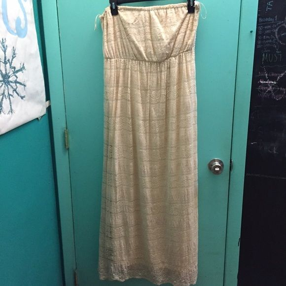 All lace Maxi Dress All lace with a soft and stretchy lining inside. Strapless. Elastic band around the top to keep it up Forever 21 Dresses Maxi