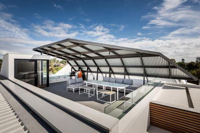 Dise o de terraza con techo policarbonato vista 360 - Diseno techos exteriores ...