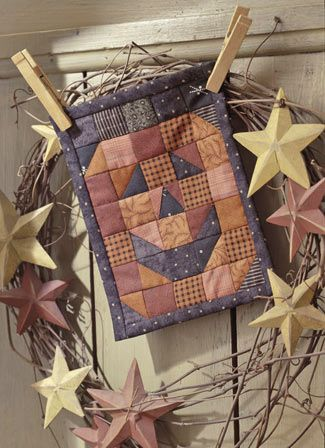Sweet pumpkin pinup quilt. Great idea to pin a mini quilt to a grapevine wreath…