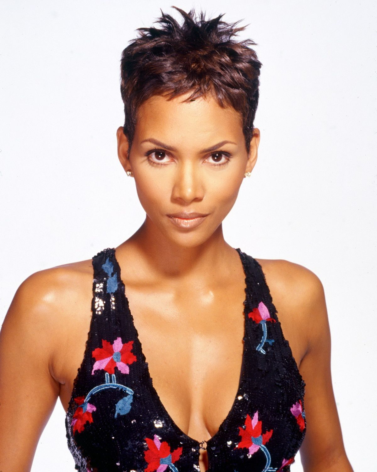 Halle Berry Full size Page 2 Halle Berry Coupe de