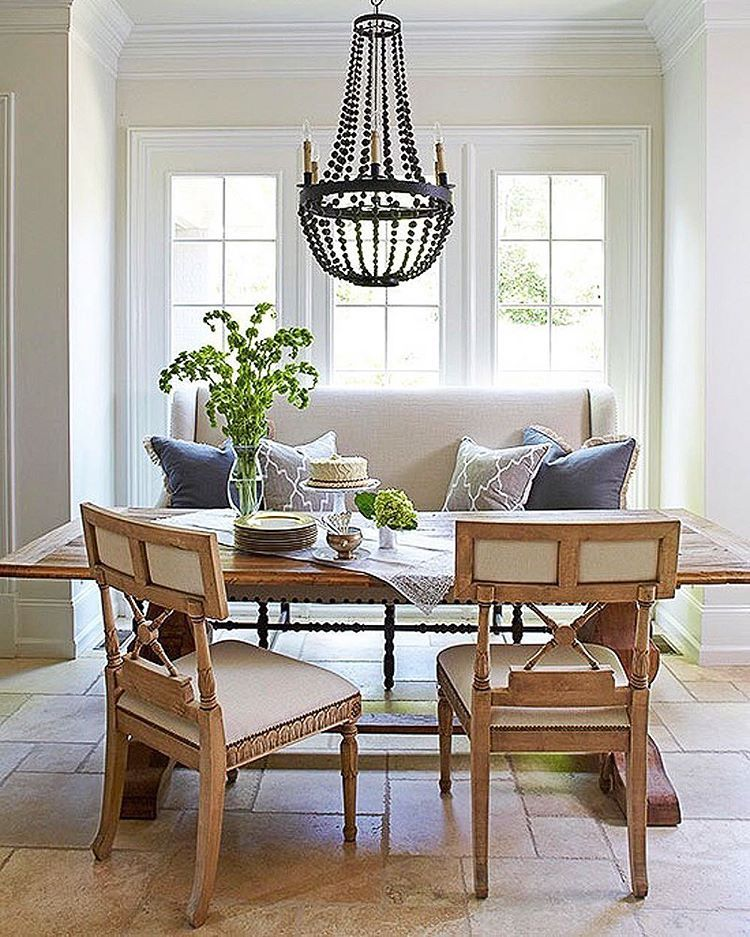 Love This Breakfast Nook With A Pretty Chandelier And A