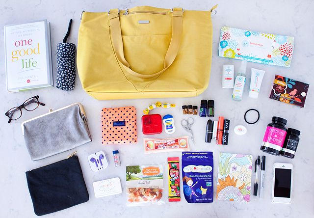What is in my Baggallini Bag? Favorite items shared on // Armelle Blog