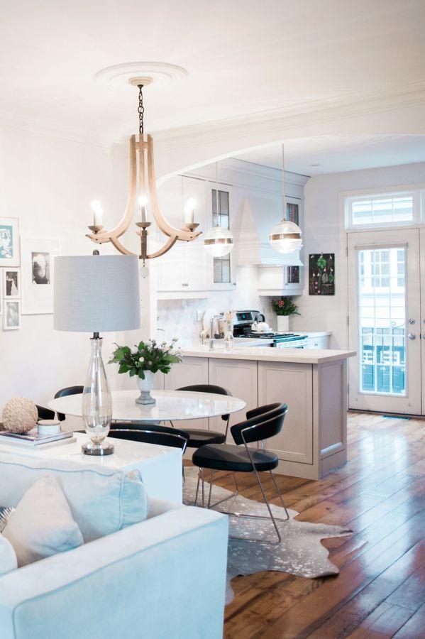 Modern meets classic interior: http://www.stylemepretty.com/living/2016/06/29/tour-a-home-that-balances-modern-classic-design-like-a-boss/ | Photography:Heidi Lau
