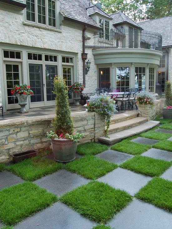 Kunstrasen Außenbereich kunstrasen pflastersteine gartenweg haus eingang treppe