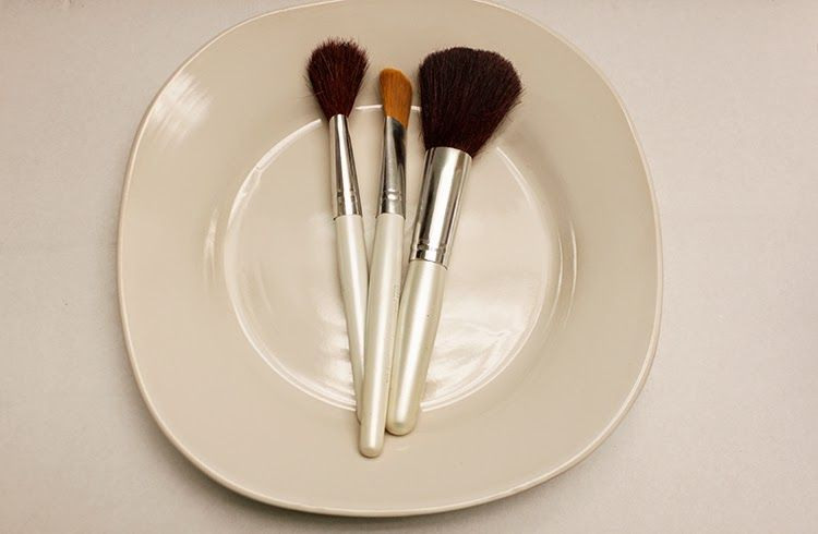 DIY Clean Makeup and Clarisonic Brushes