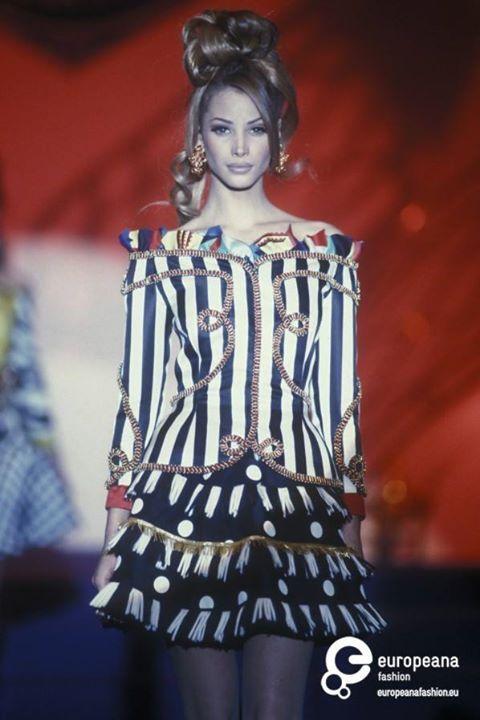 Christy Turlington - Atelier Versace. 1992