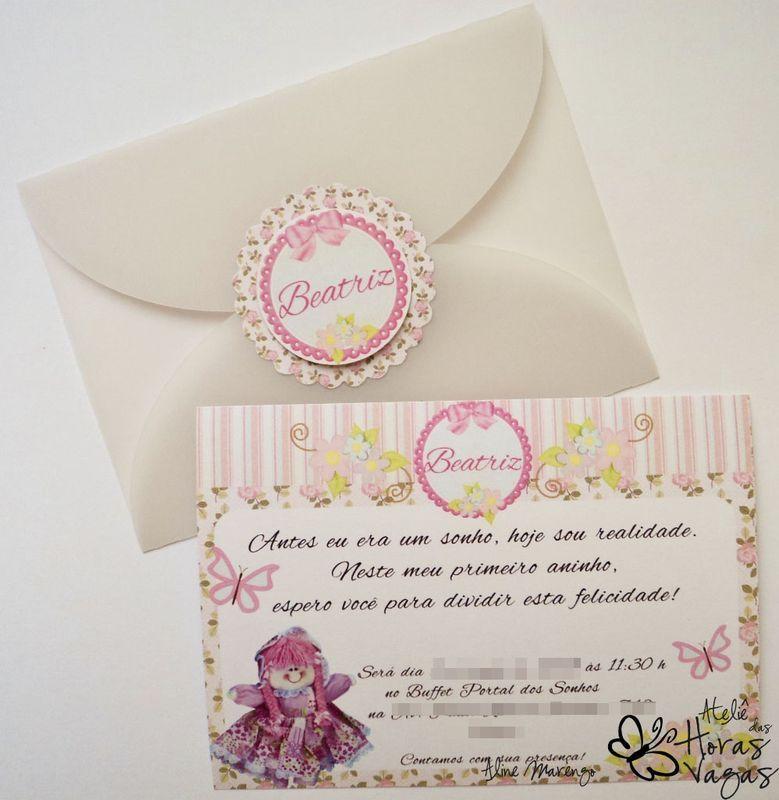 Convite artesanal Provençal Boneca de pano no jardim floral rosa