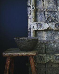 #makengebasket #indiandoor chinese stool #rusticdecor #seekthesimplicity #globaldecor #bohemiandecor #apartmentf15