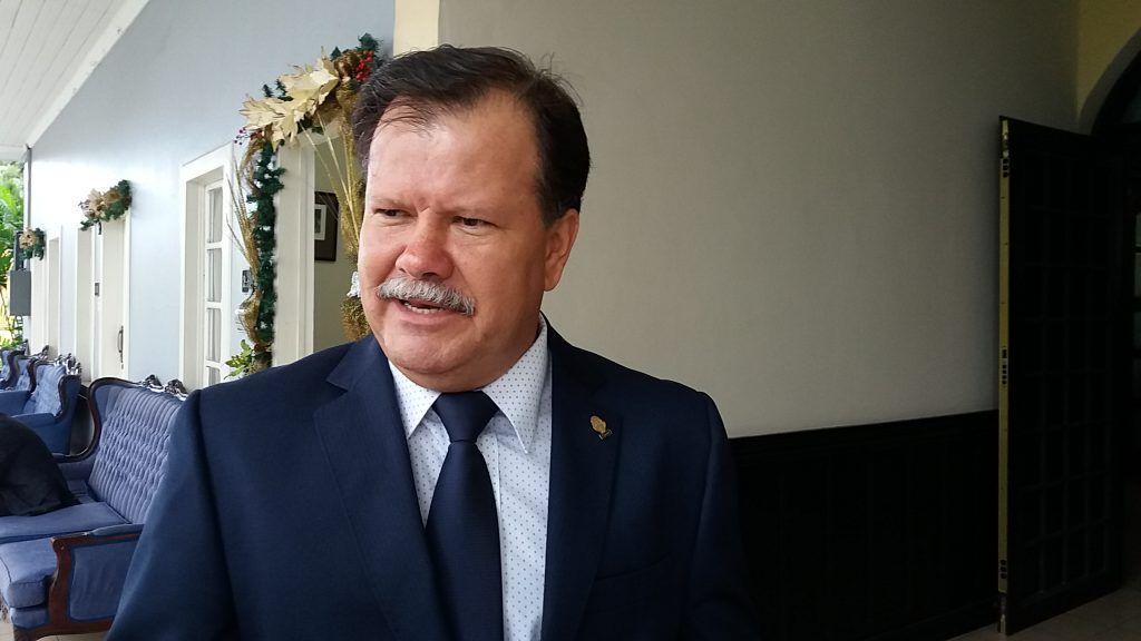 Llueven críticas contra diputado por cuestionar exceso de parqueos para discapacitados