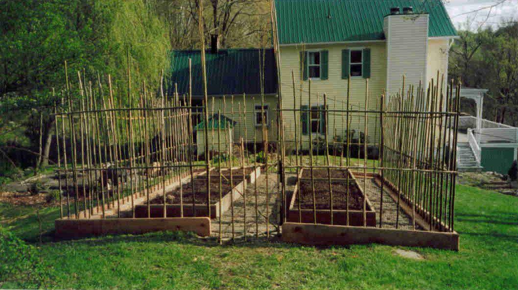 Deer garden fence ideas deer fence eden design for Attractive vegetable garden fence