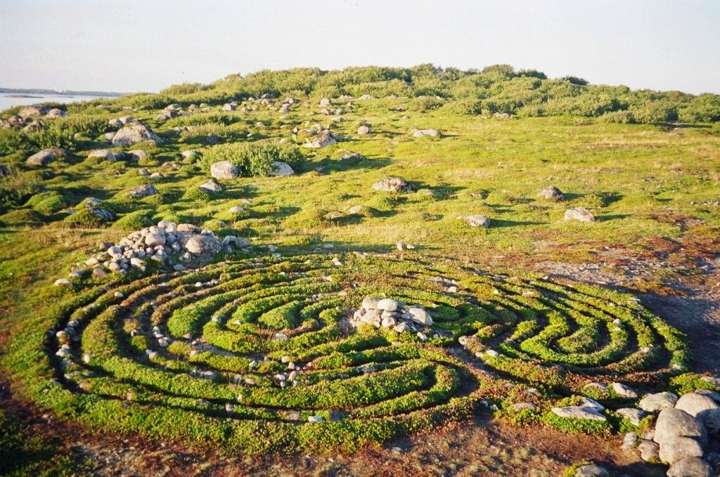 The Bolshoi Zayatsky Island stone labyrinths are well preserved. Along the sea shore or deep un the forest, religious and funerary monuments include 18 stone labyrinths, over 600 stone burial cairns, and several stone alignments and circles.