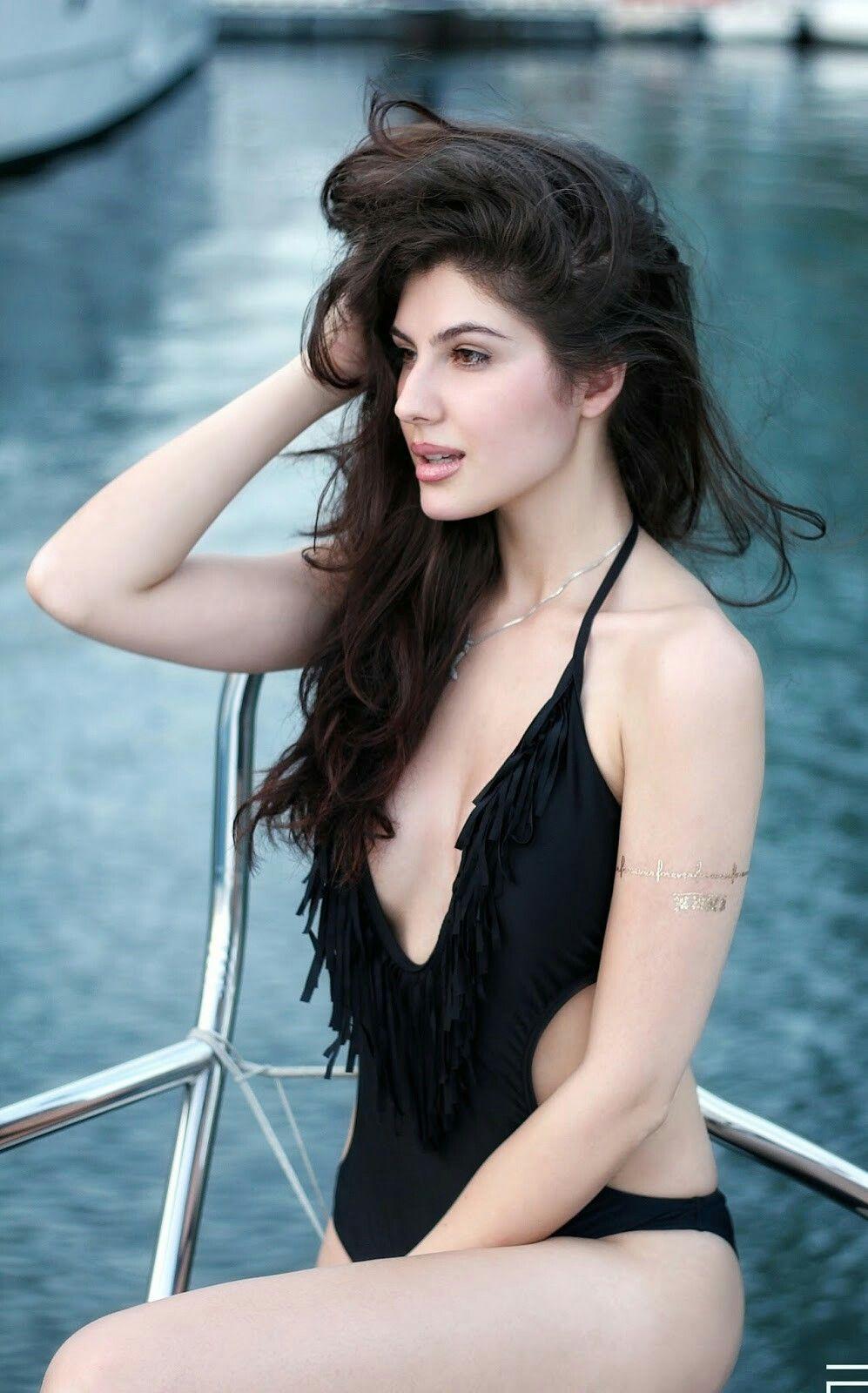 Sexy pictures of sarah michelle gellar-2340