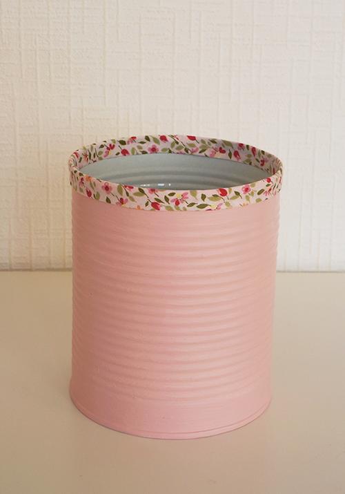 joli pot crayons avec une boite de conserve diy cagette boite en fer. Black Bedroom Furniture Sets. Home Design Ideas