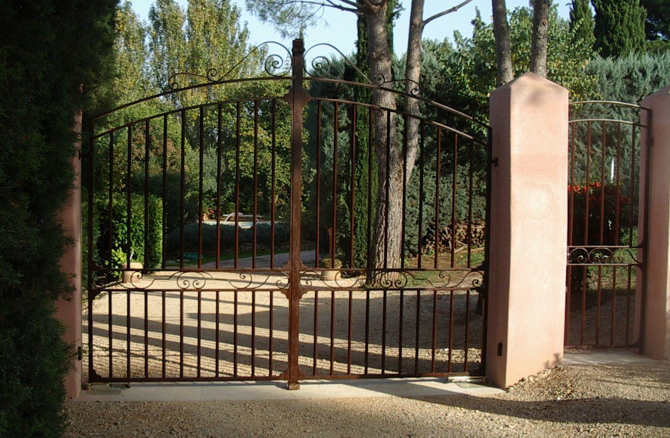 Nous avons r alis ce portail en fer forg sur mesure il a t automatis par la marque came for Portail en fer forge