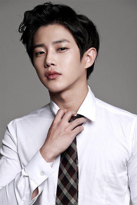 Descendants Of The Sun Actor Kim Min Suk May Join Cast Of We Got Married Koogle Tv Korean Male Actors Korean Actors Kim Min