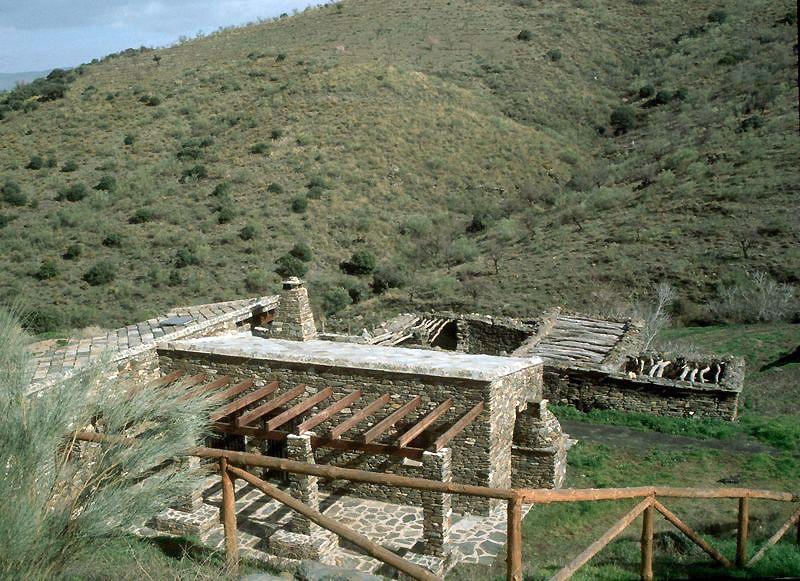 #Casas #Tradicional #Sala de estar #Puertas #Vidrio #Ventanas #Madera
