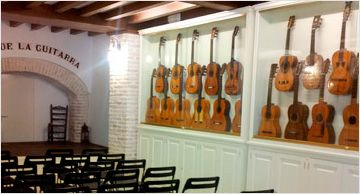 Flamenco Tradicional En Sevilla Todos Los Dias En La Casa De La Guitarra El Primer Museo De Guitarra En Esp Sevilla Baile Clasico Y Andalucía