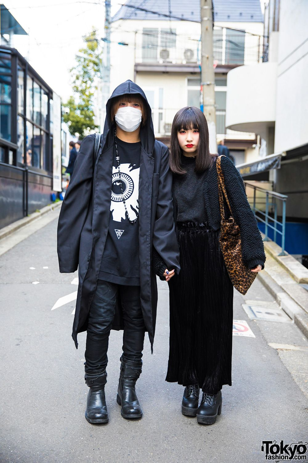7e448b8369e dark urban   all black   monochrome street style ... Yukipon (left)    Hiyori (right)