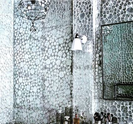 Get down to the details …. Marie Christophe's lustre Murano chandelier adds opulent elegance to a sparkling Paris bathroom. www.lisafontanarosa.com