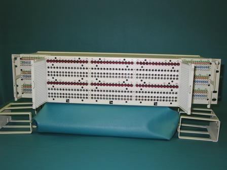 D1M1A0023 - ADC TELECOMMUNICATIONS - T1MYAH2CAA - DSX-1 84 CKT FRONT SPLIT X-CONN PNL 64 PIN PTY 1-28ABC 5X23