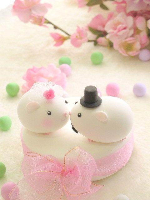 Jammer dat ik deze nu pas tegenkom @Lindsay Dillon van de Sande || cute guinea pig wedding cake topper