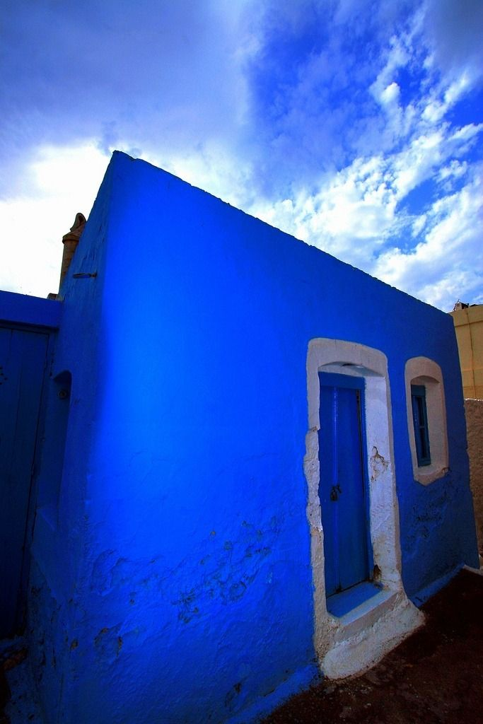 We know it's Monday, so here's a vibrant blue house in Greece to wake you up! via Flickr, Marite2007
