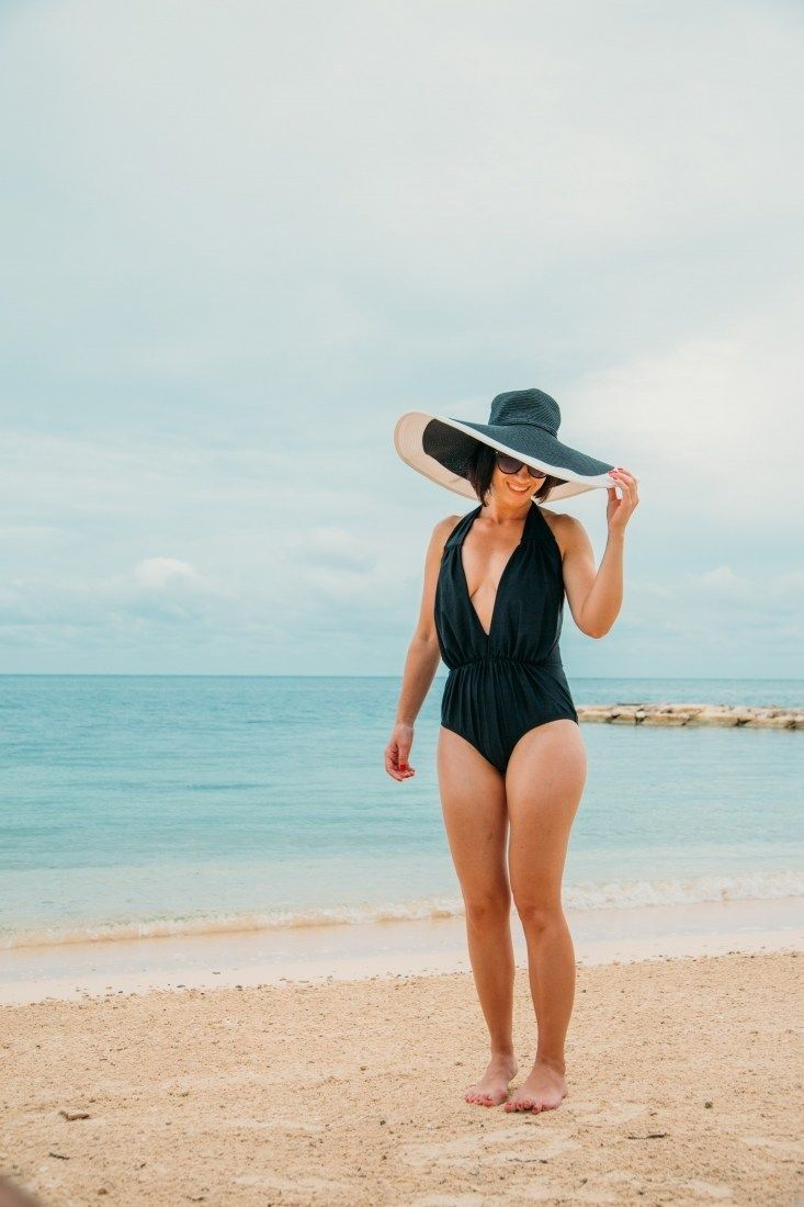 Perfect One-Piece Swimsuit for a Beach Vacation / Honeymoon #beachhoneymoonclothes Perfect One-Piece Swimsuit for a Beach Vacation / Honeymoon #beachhoneymoonclothes