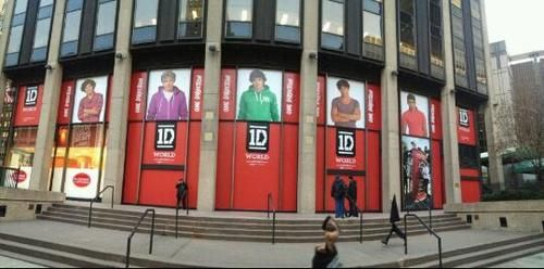 The 1d Store In Nyc I Will Buy Someone All The Merch They Want If They Will Take Me Here One Direction Store One Direction Music One Direction Live