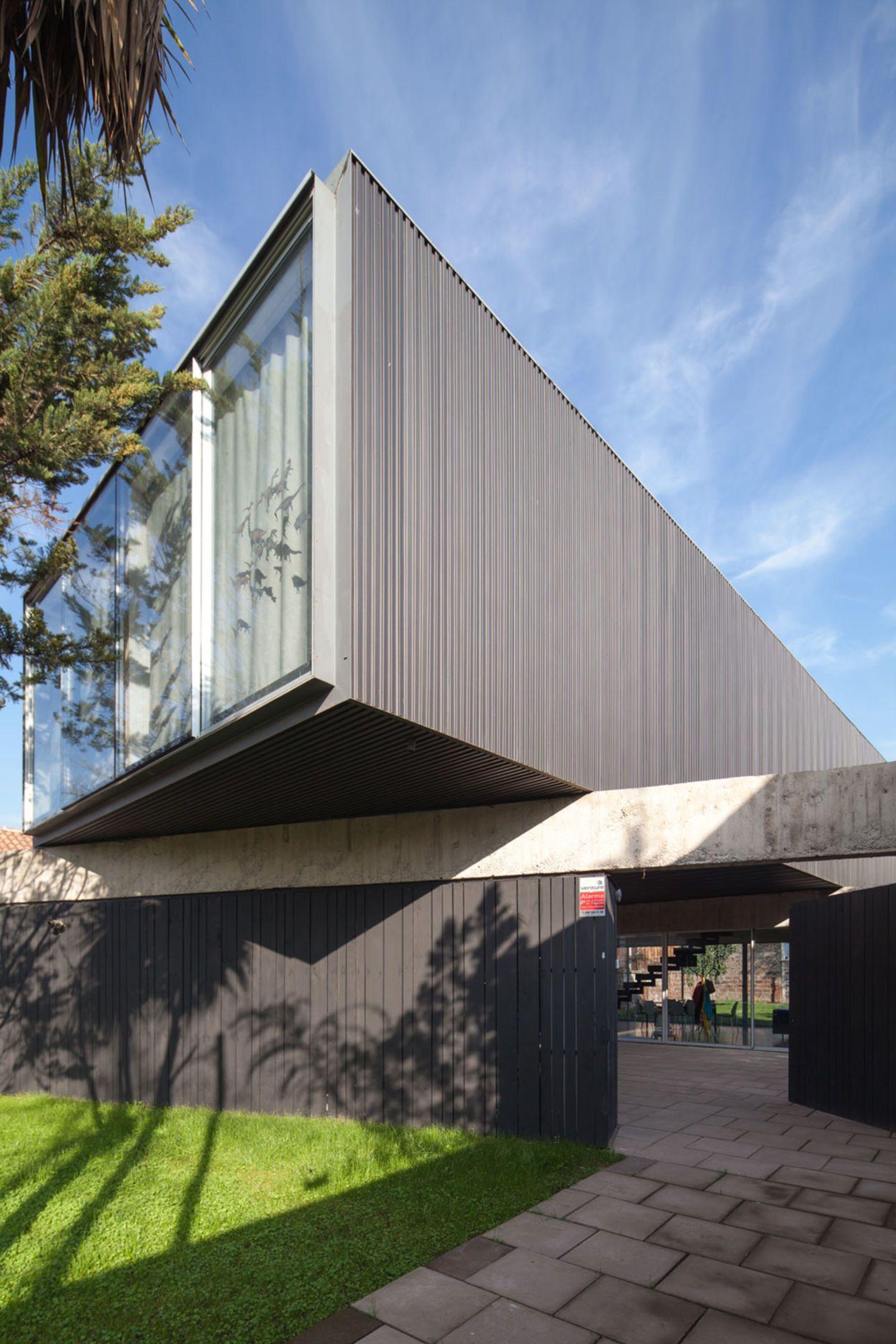 Polidura + Talhouk arquitectos, Aryeh Kornfeld Kischinevzky · Casa Un Patio · Divisare