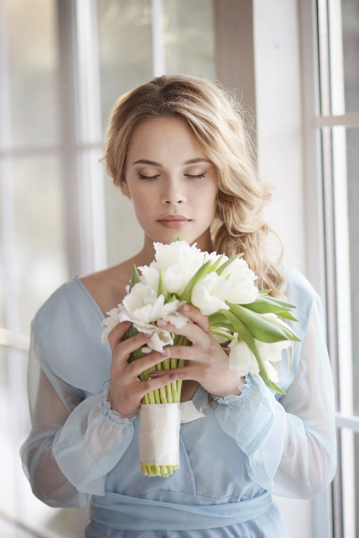 Morning Bride On Wedding Day - white bouquet | Fab Mood #weddinginspiration