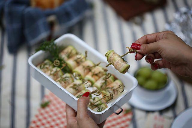 Rolinho de abobrinha e salmão defumado. Food styling Food photography Produção culinária Produção de objetos Produtora culinarista Fotografia gastronômica