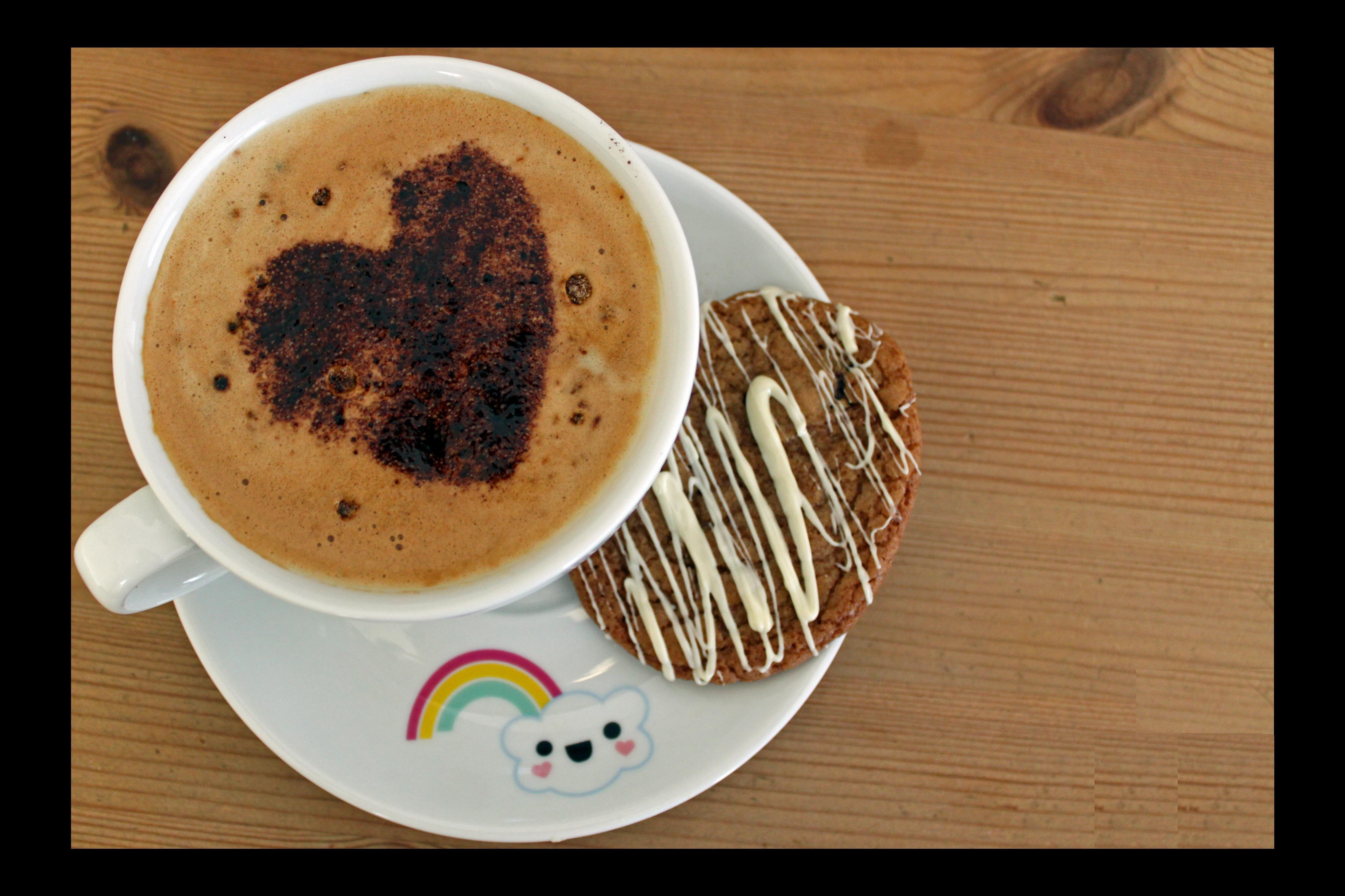 Nada mejor q una buena taza de café acompañada de un deliciosa galleta!! #LoveIt