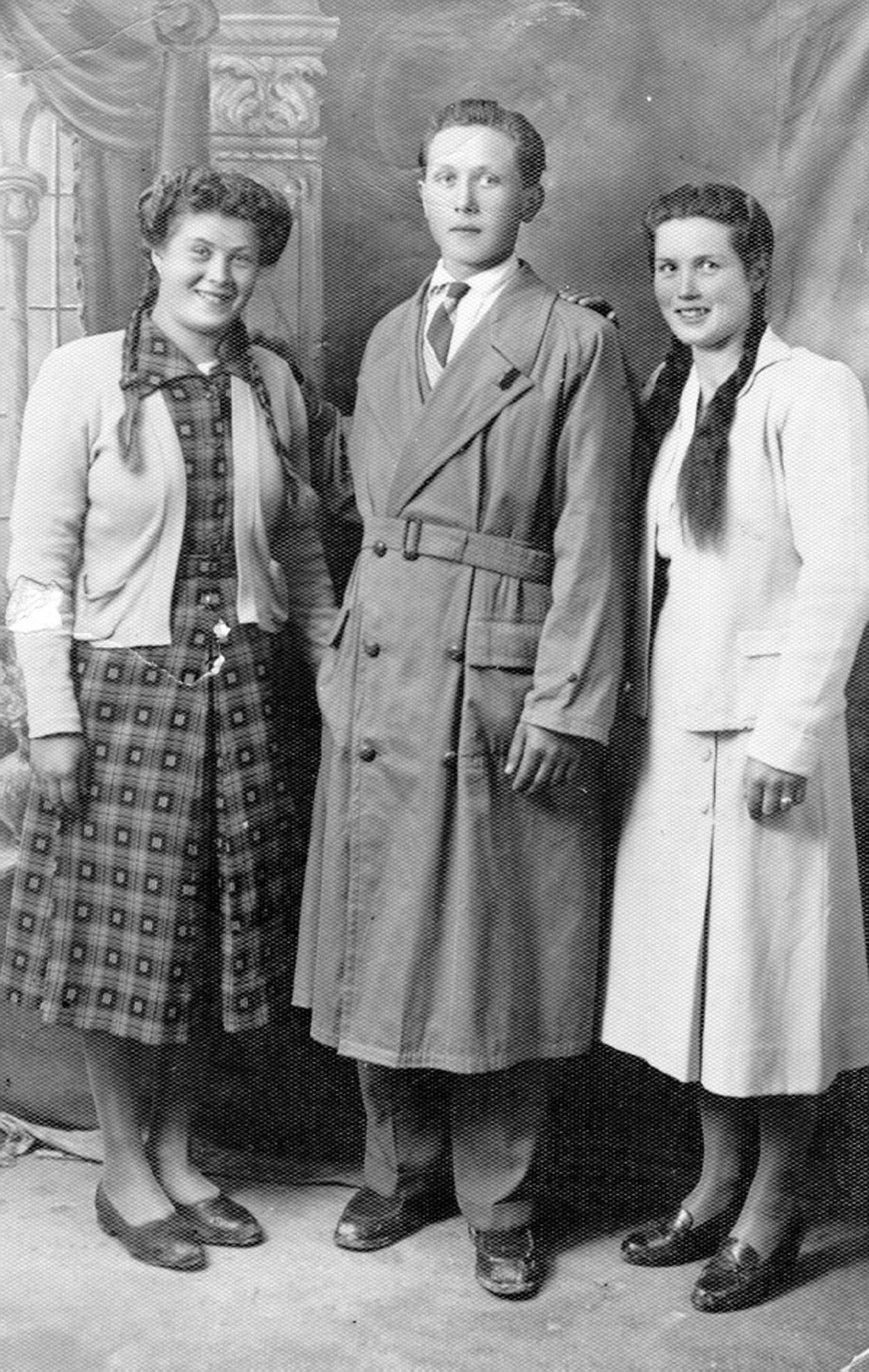 Ritratto di famiglia anni 39 50 costumi da donna anni 39 50 for Casa tradizionale tedesca