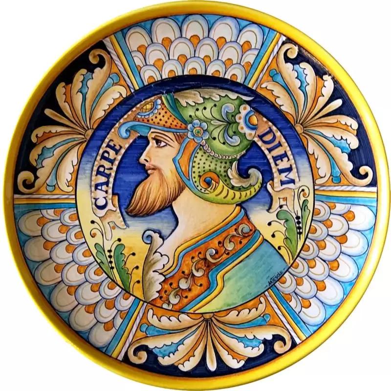 Piatto da appendere in ceramica decorata a mano con decoro ...