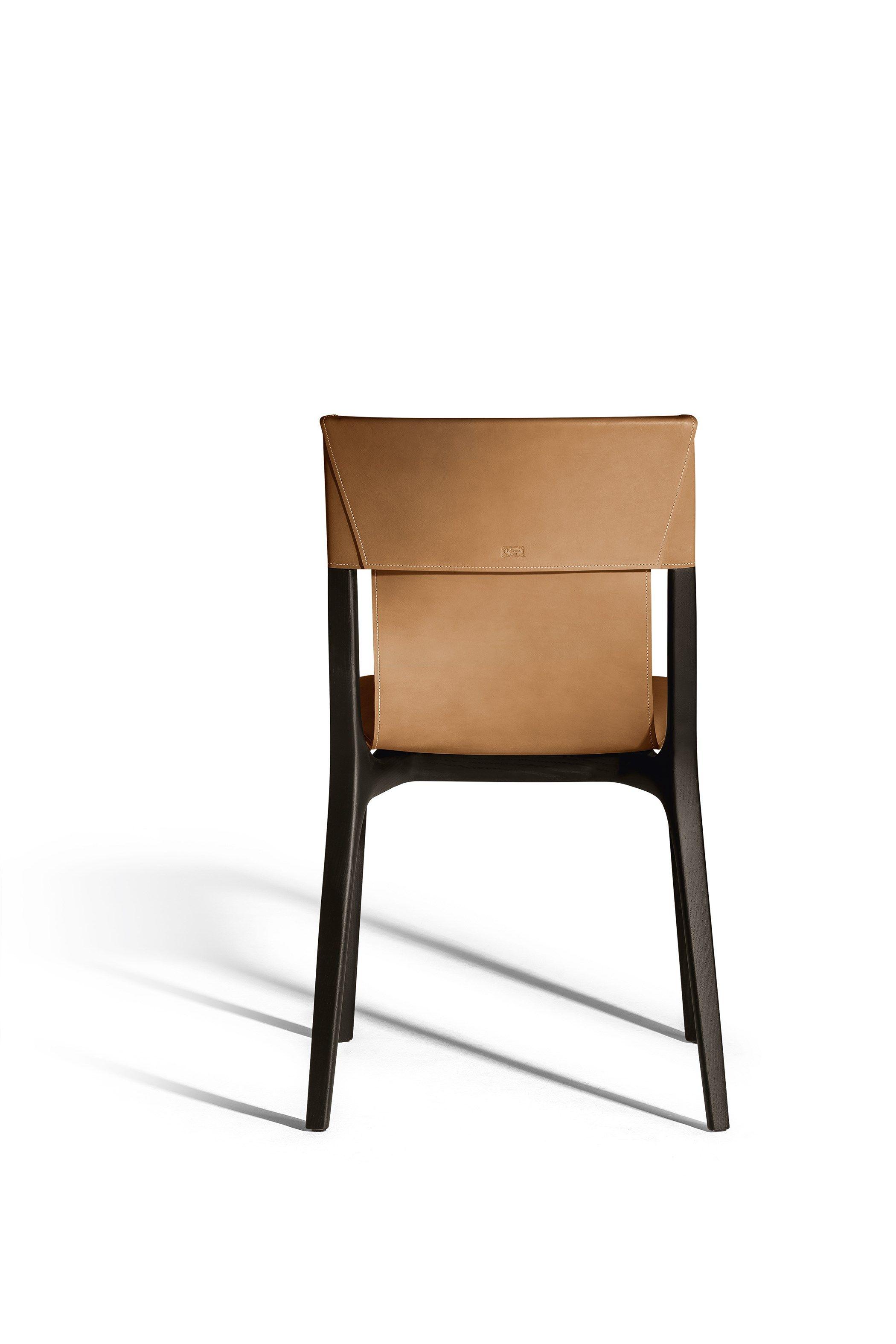 Letto Bluemoon Poltrona Frau Prezzo.Sedia In Cuoio Isadora By Poltrona Frau Design Roberto Lazzeroni