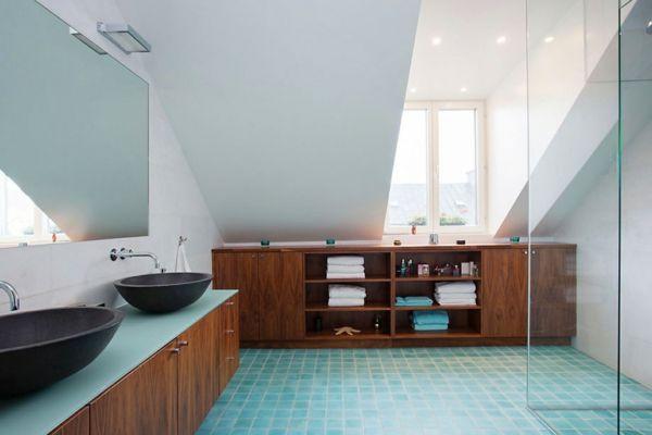 Holzmöbel badezimmer ~ Badezimmer möbel aus holz hellblau badfliesen master en suite