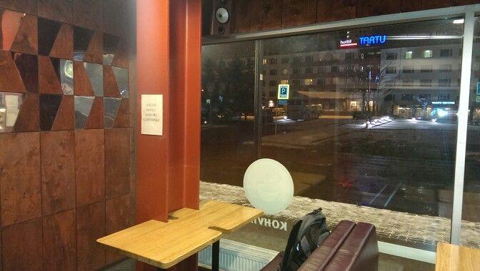 jälle omadega bussijaamas, mis on ainult kohviku klientidele