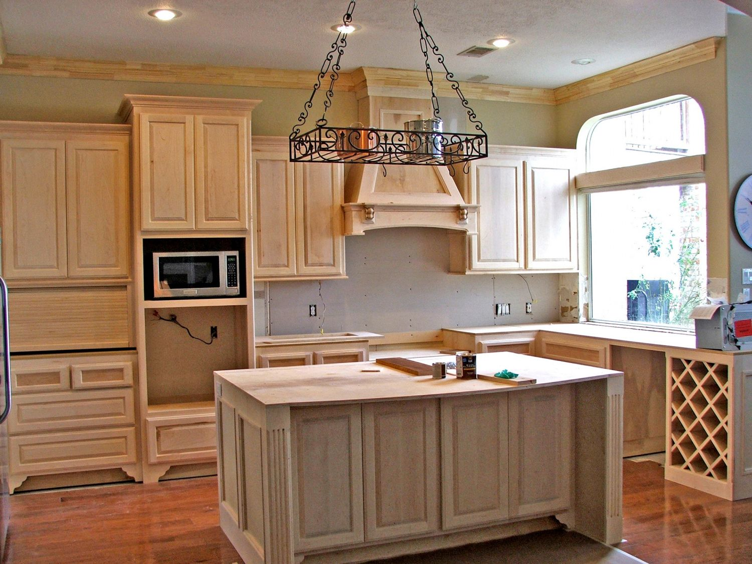 Kitchen Paint Colors With Beige Cabinets Kitchen Track Lighting Ideas Check More At Http Www Entropiads Maple Kitchen Cabinets Maple Kitchen Kitchen Design